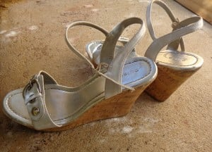 Frugal fashion doesn't have to be boring. Shop smart, frugal and with patience to find the perfect outfit