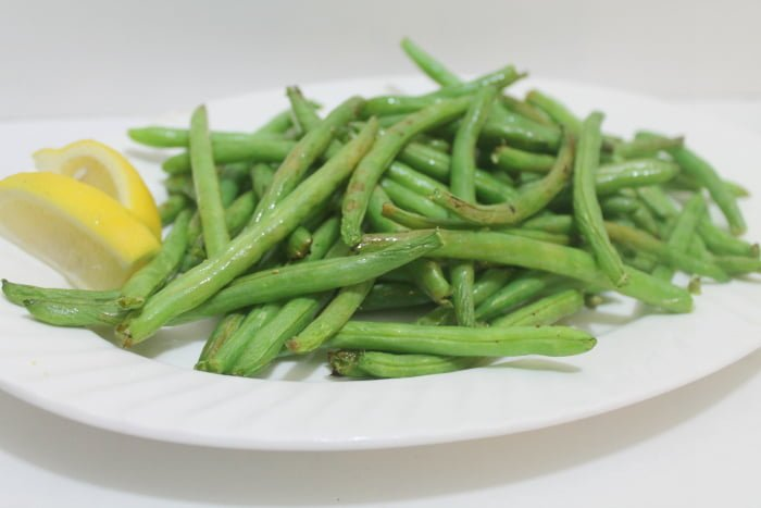 Air Fryer Recipes Lemony Green Beans | www.realthektichenandbeyond.com