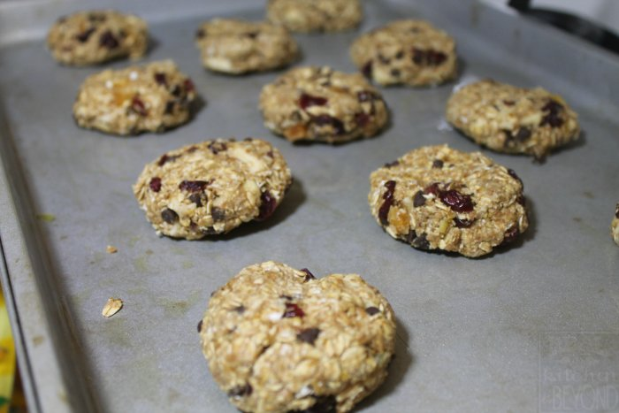 Quick and Easy Granola Breakfast Cookies | www.realthekitchenandbeyond.com