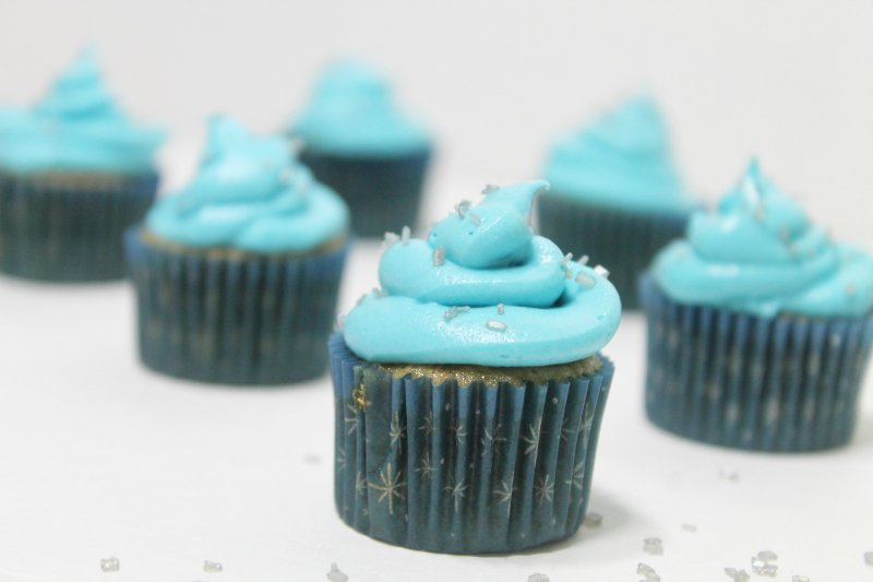 Frugal Frozen Themed Birthday Party with Strawberry Cupcakes - Real: The Kitchen and Beyond