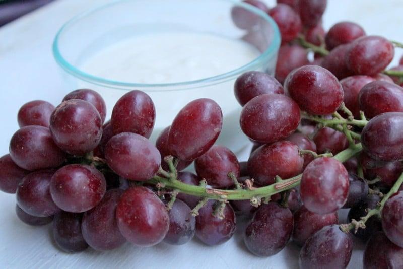 Grapes and Honey Vanilla Yogurt Dip with 3 simple ingredients