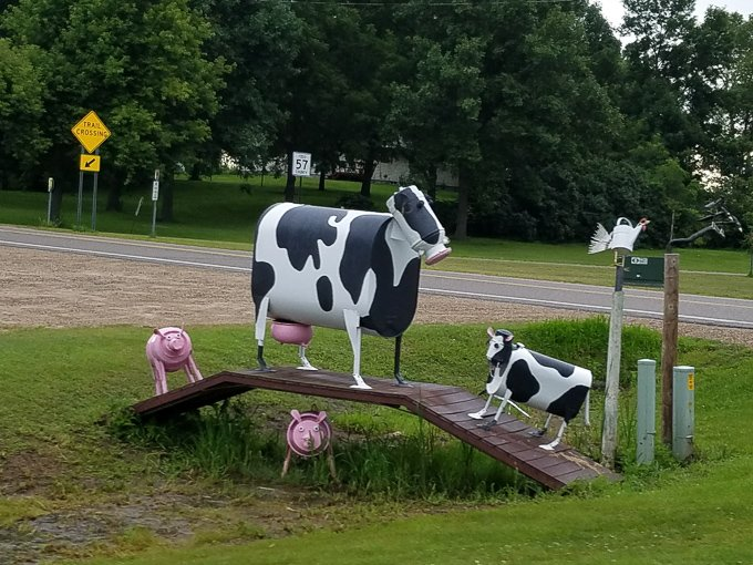 roadside attractions minnesota metal farm animals