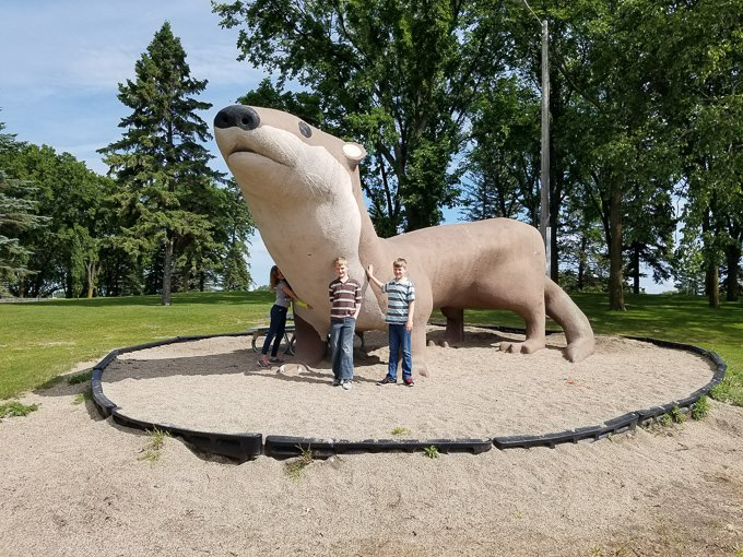 Roadside Attractions Minnesota Otto the Otter